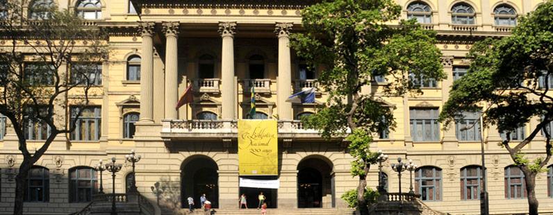 O registro na Biblioteca Nacional deve ser feito?