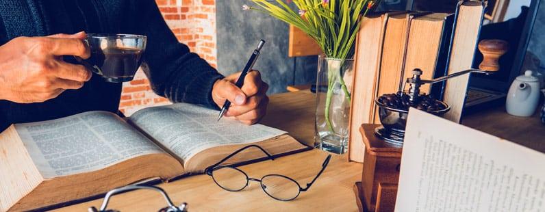 Como escrever uma sinopse e um resumo